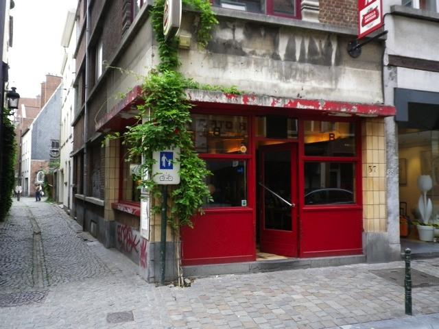 Irvic D'Olivier : Chez Martine – le café ou les belges s'aiment encore